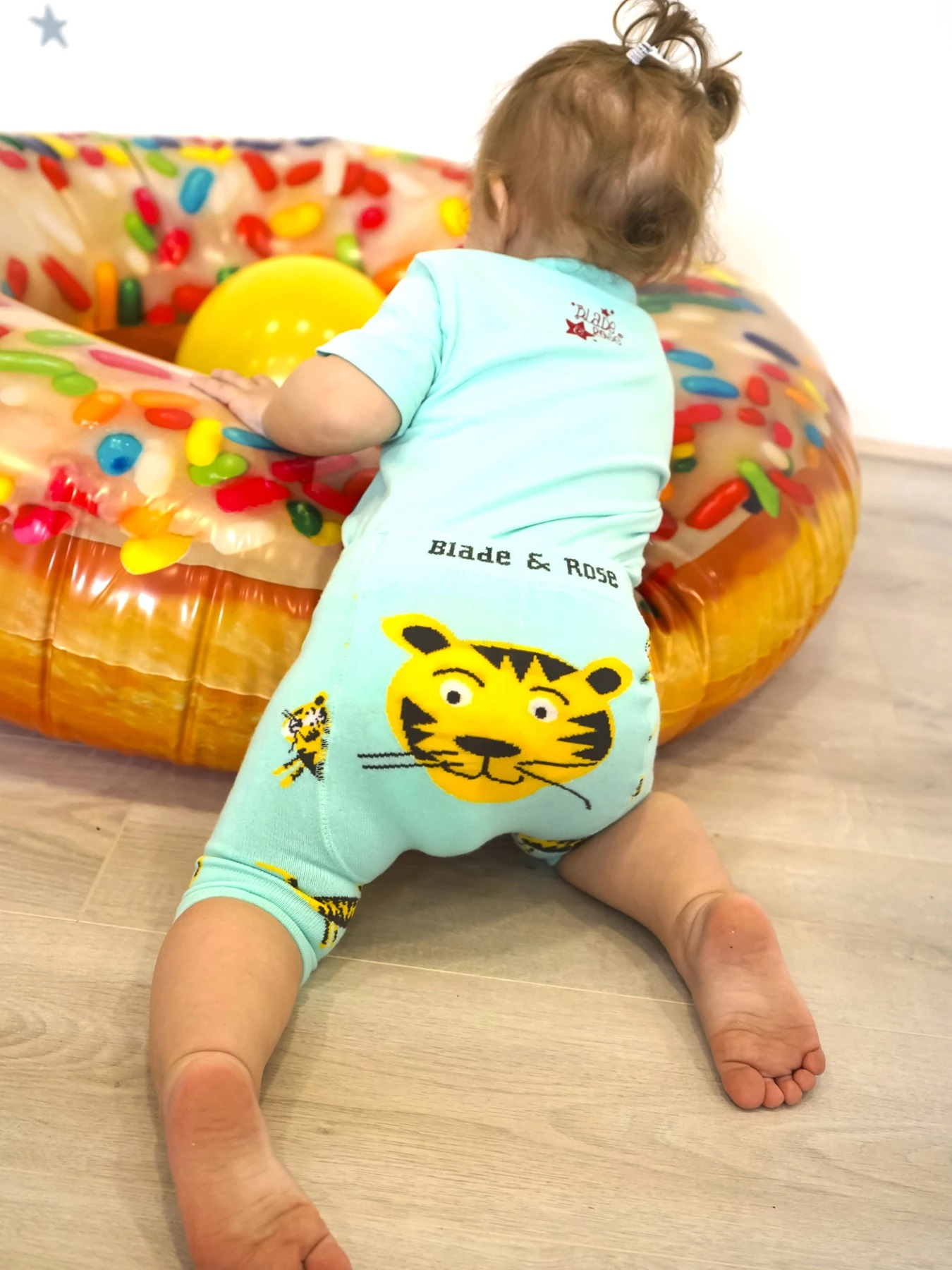 tiger_knitted_short_1800x1800
